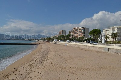 Plage de sable à Cannes la Bocca