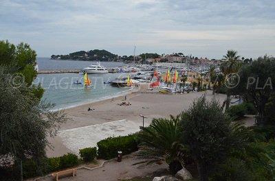 Plage à côté du port de Saint Jean Cap Ferrat