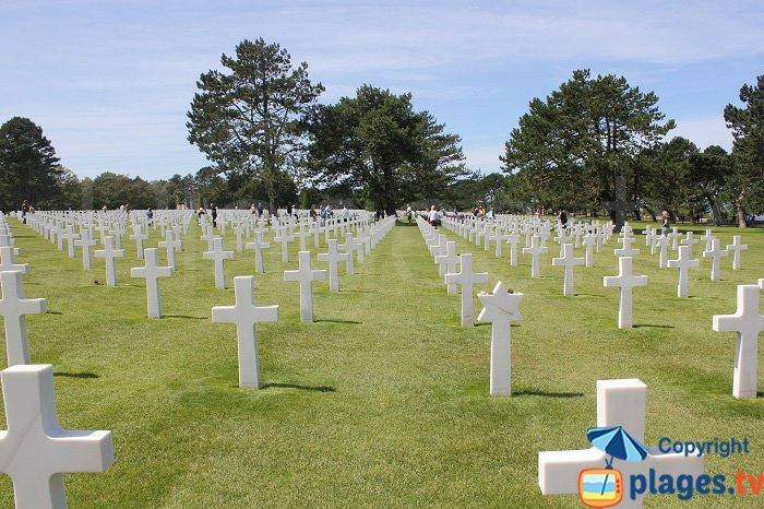 Croix dans le cimetière américain