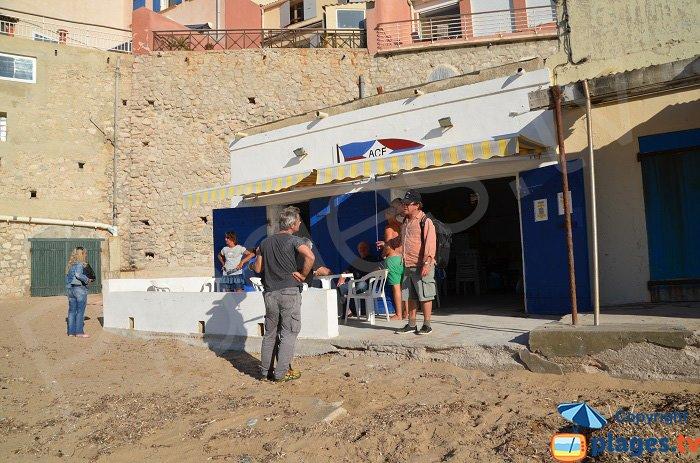 Après le tournage de Thalassa sur la plage de Marseille