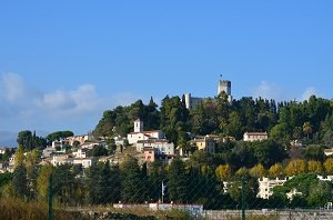 Villeneuve-Loubet village avec son château