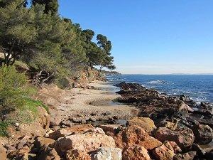 Spiaggia Les Pins Penchés